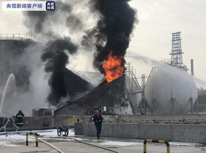 甘肃一化工厂石脑油罐起火:明火已被扑灭 暂无人员伤亡图片