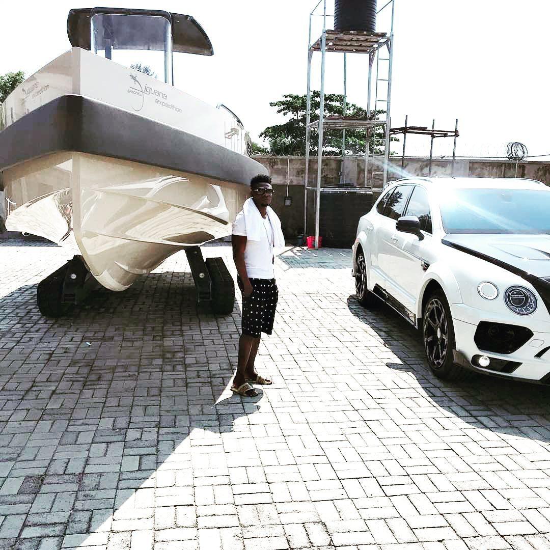 马丁斯炫富:宾利汽车,以及价值46万美元的游艇