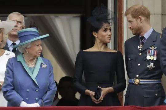 英国女王与哈里夫妇资料图。(图:美联社)