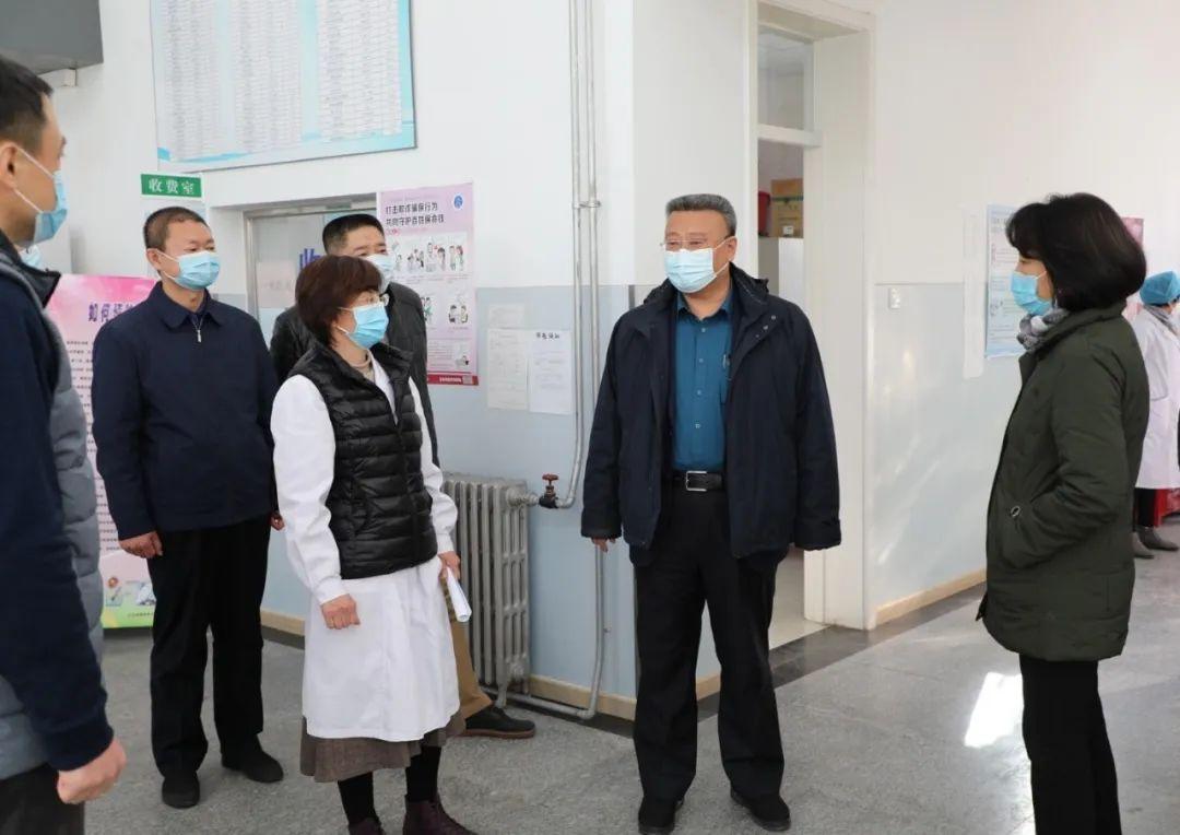 王传亮检查指导学校常态化疫情防控工作图片