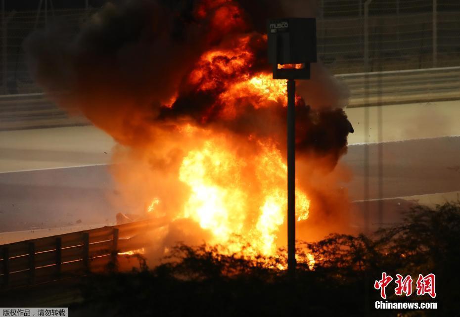 F1巴林站发生惊险一幕 赛车撞成两段车手火海逃生