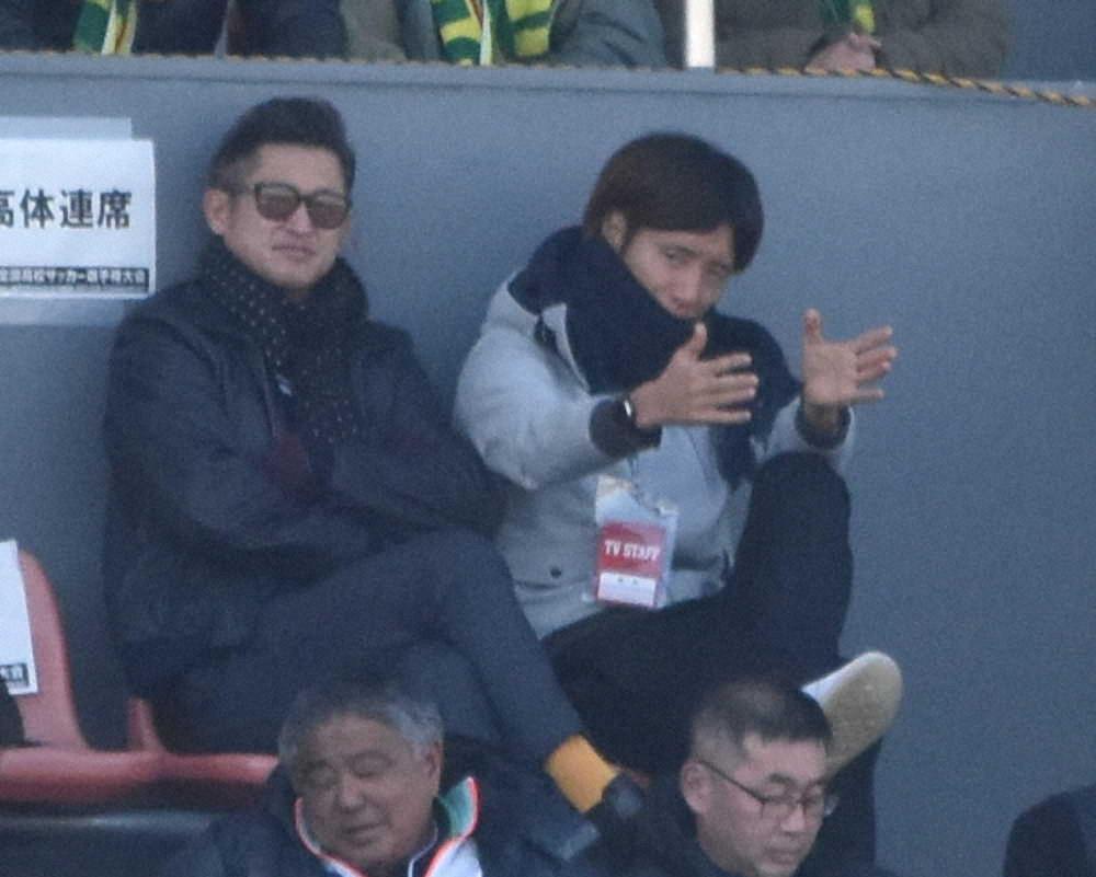三浦知良正在观看静冈学园队的比赛(图据日本Sponichi Annex网)