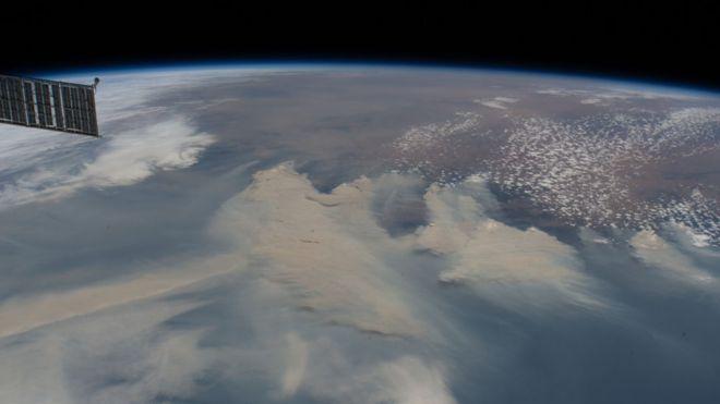 国际空间站所看到的山火烟雾(图片来源:BBC)