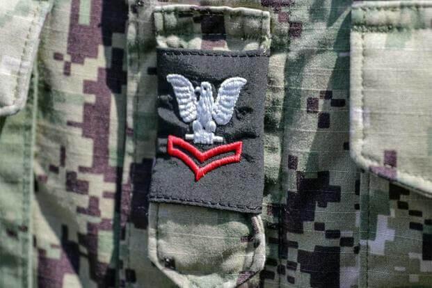 美士兵抱怨迷彩军衔标签难以辨认 女兵常被直盯胸看