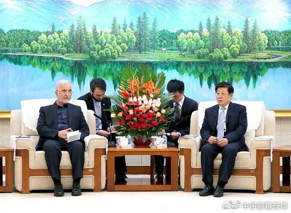 中国禁毒在线微博1月14日消息,国务委员、国家禁毒委员会主任、公安部部长赵克志13日在京会见伊朗禁毒总部秘书伊斯坎德尔·莫梅尼。
