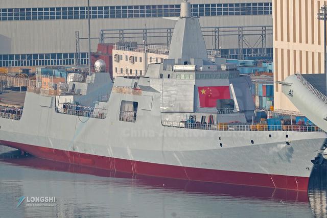 万吨巨舰南昌号服役,东海响起警报声,美海军侦察机再次例行抵近