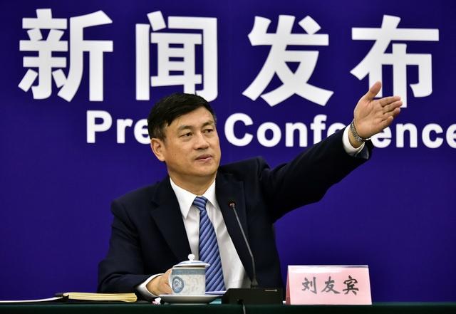 生态环境部新闻发言人、宣教司司长刘友宾。摄影/章轲