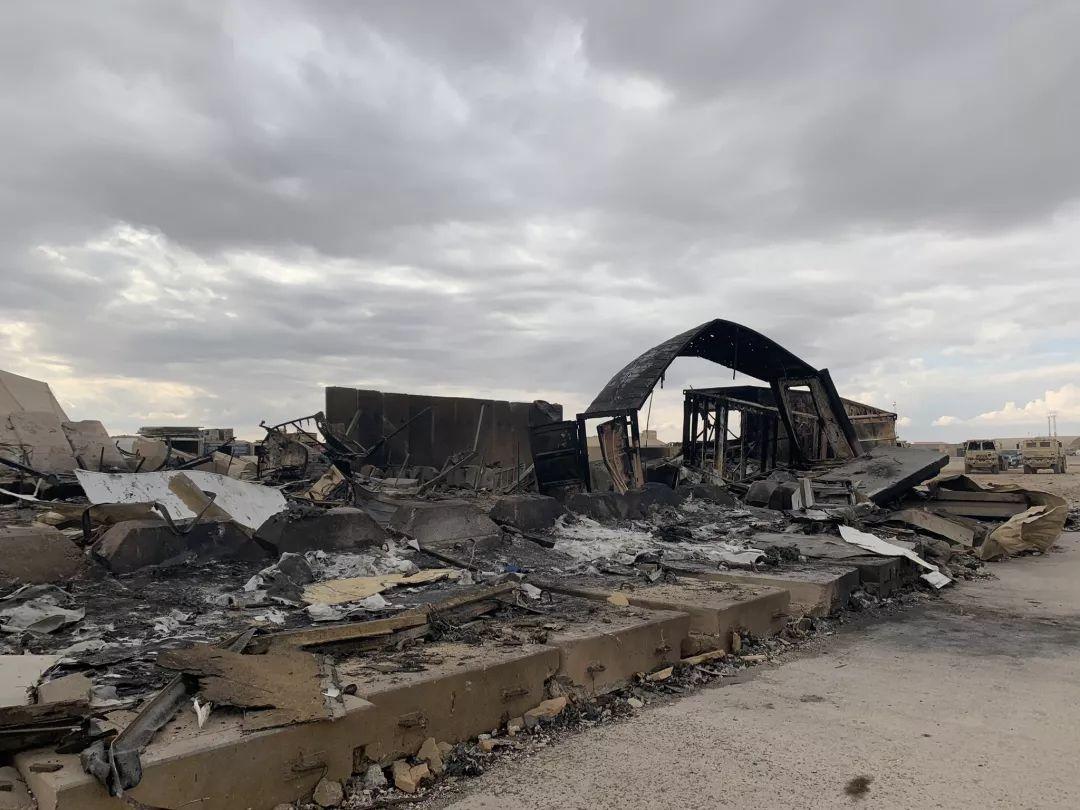 艾因-阿萨德空军基地遭袭后的景象