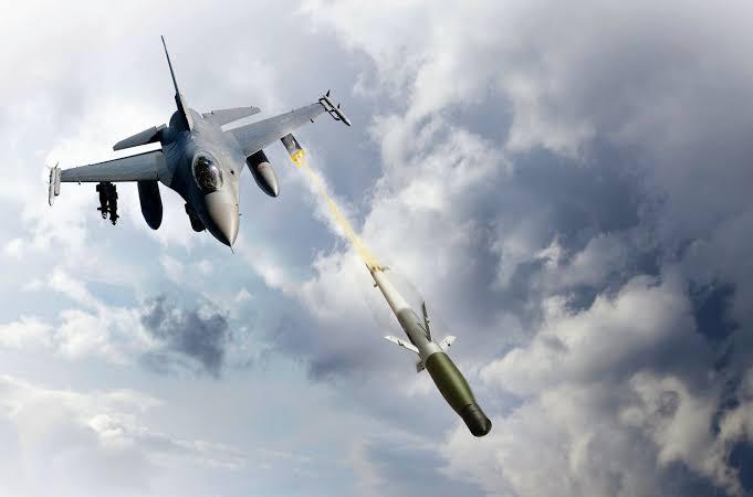 美空军试验用F16战机发射火箭弹拦截巡航导弹