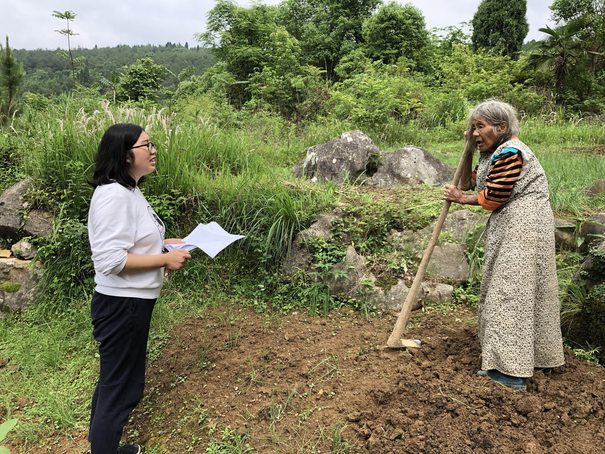 滕珍晶走访扶贫对象的工作照。 受访者供图