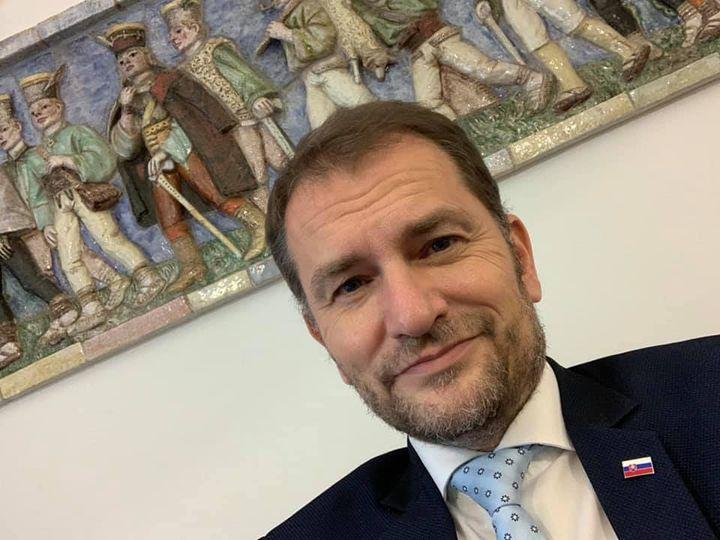 斯洛伐克总理因与新冠肺炎患者接触被隔离