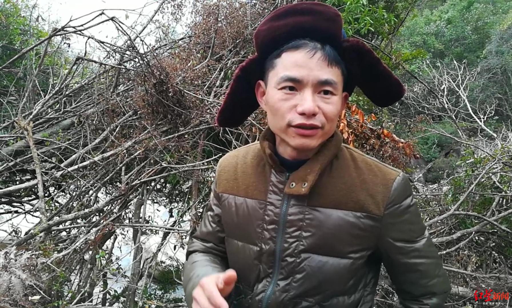 ↑农夫山泉生产部门的朱先生负责监督施工进度。