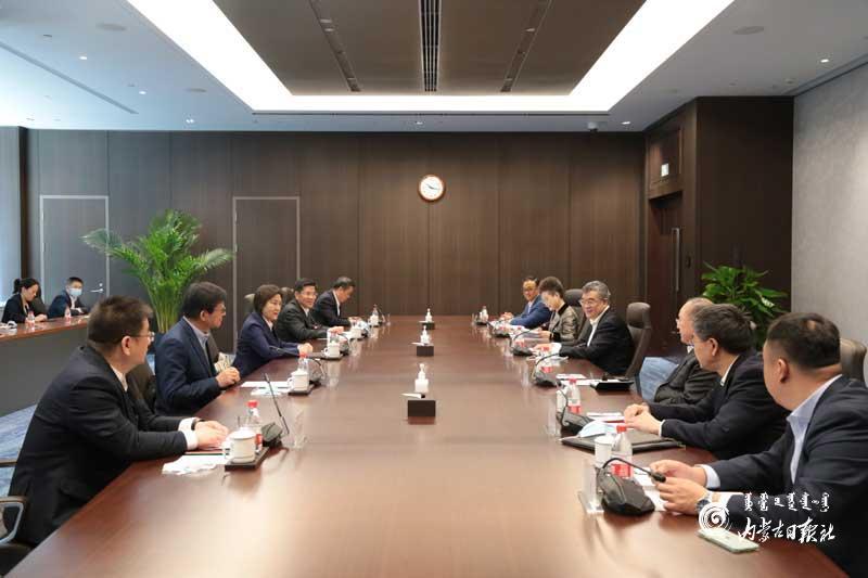自治区政府与中信集团在京签署战略合作框架协议 布小林朱鹤新奚国华见证签约图片