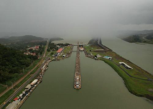这是2018年11月18日航拍的巴拿马运河佩德罗米格尔水闸。新华社发