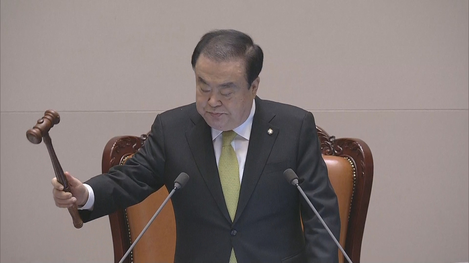13日,韩国国会议长宣布法案通过(纽西斯通讯社)
