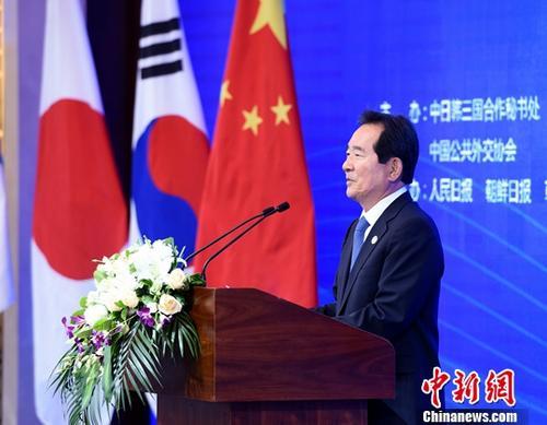 韩新任总理从文在寅手中接过任命