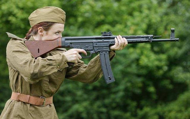 二战时期!德国火力最猛的突击步枪,一度令同盟国闻风丧胆
