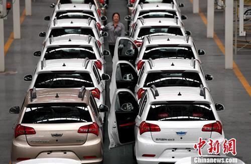 资料图:新能源汽车生产线。中新社记者 张斌 摄
