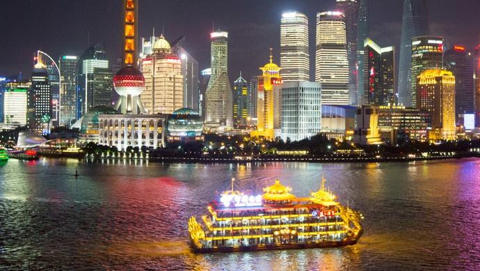 不是某某银行,就是某某保险,上海浦江游览上广告如何变得美一点?
