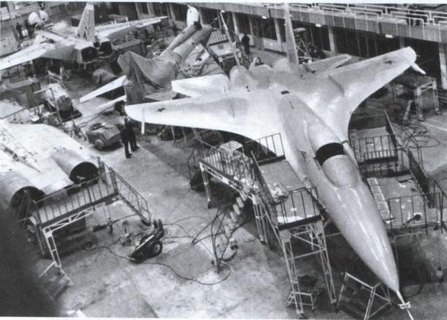 苏27设计被迫推倒重来:第一代总师懦弱无能,战机凑合能用就行