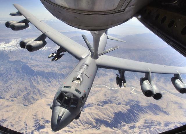 霍尔木兹战云密布,美军突然调转枪口,残忍飞刀导弹再