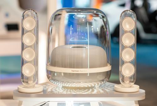 哈曼卡顿推出SOUNDSTICKS 4全新音乐水晶四代桌面式立体声音箱