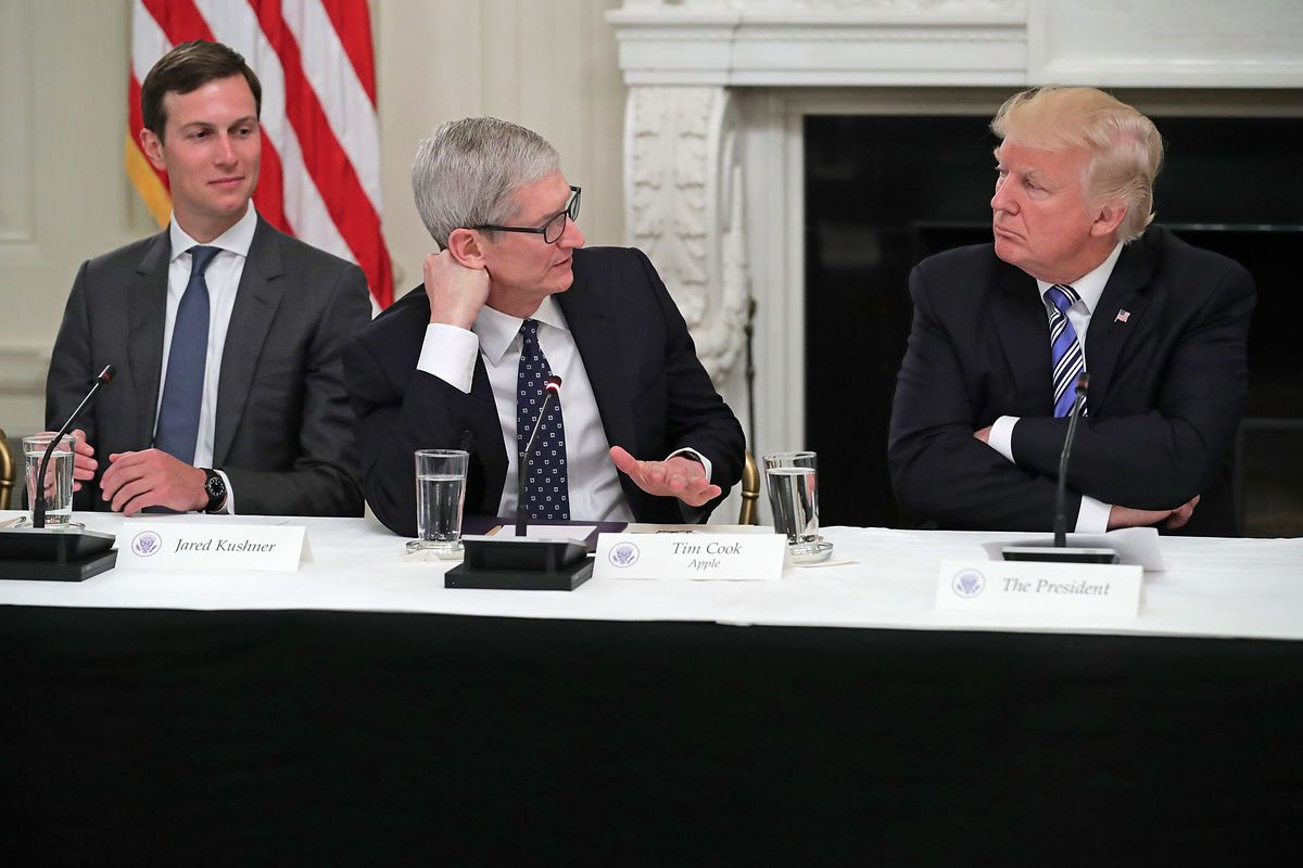 特朗普与苹果CEO库克,图自Getty Images