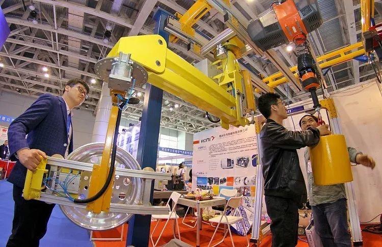 10月挖掘机和重卡双双保持高增  京东数科工程机械指数显示行业热度仍高