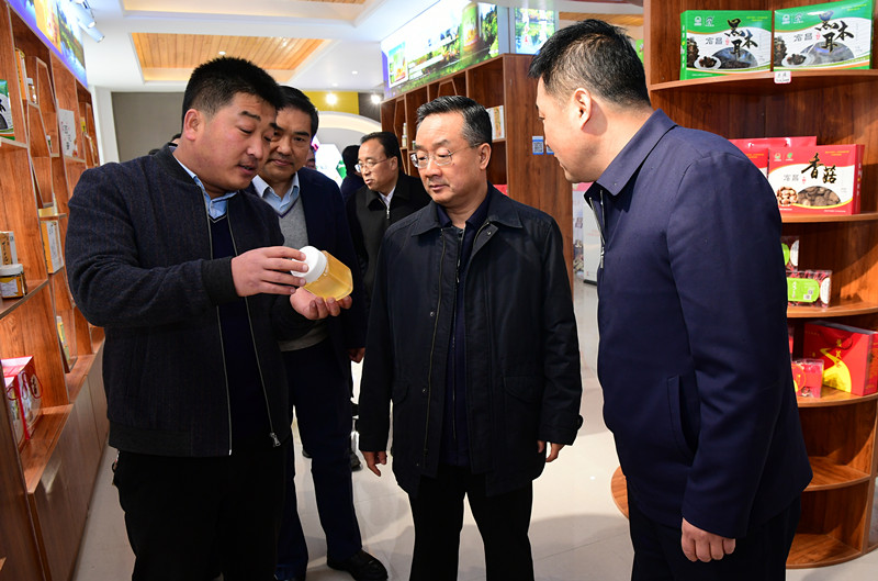 唐仁健在宕昌县调研指导脱贫攻坚工作时强调图片