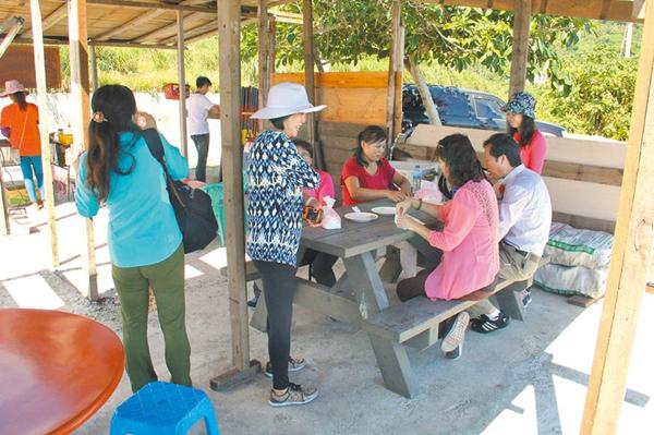 """大陆游客赴台个人游签注将于本月底到期。(图片来源:台湾""""中时电子报"""")"""