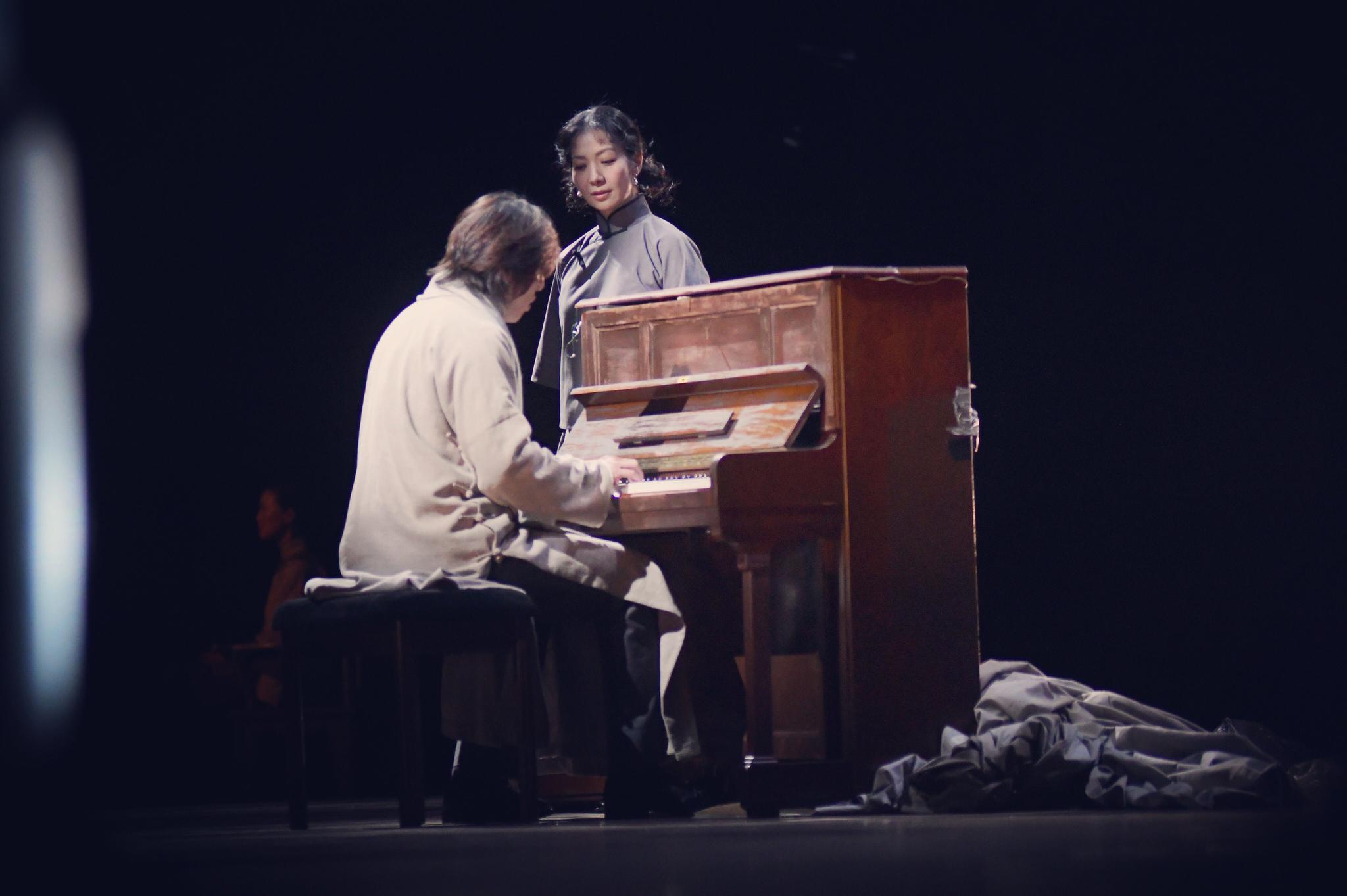 李六乙新作《二月》首演,一琴八椅打造极简诗意空间