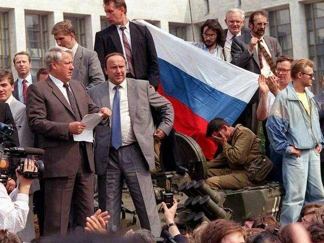 苏联解体、俄罗斯联邦成立后的相当一段时间经历了经济和社会的动荡