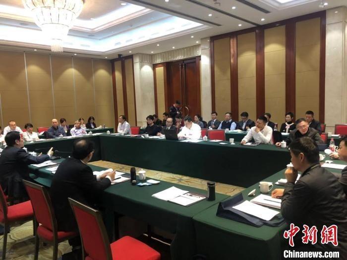 出席会议的港澳委员为山西转型发展建言献策。 李庭耀 摄