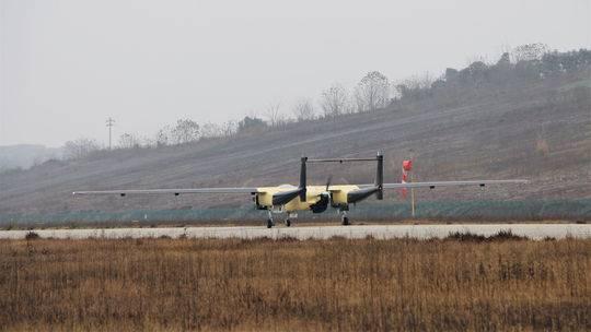 """可用抢险救灾森林防火 """"四川造""""全球首款大型三发通用无人机首飞"""