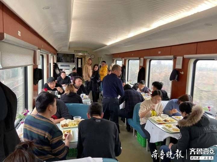 从绿皮车到直达快车 济南至新疆段15年老乘务员谈变化