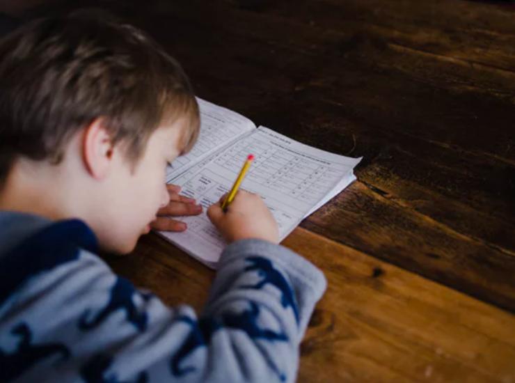 积分入学与异地高考如何影响流动儿童升学?