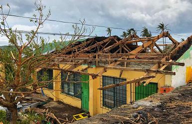 """受台风""""天鹅""""袭击 菲律宾死亡人数上升至22人"""