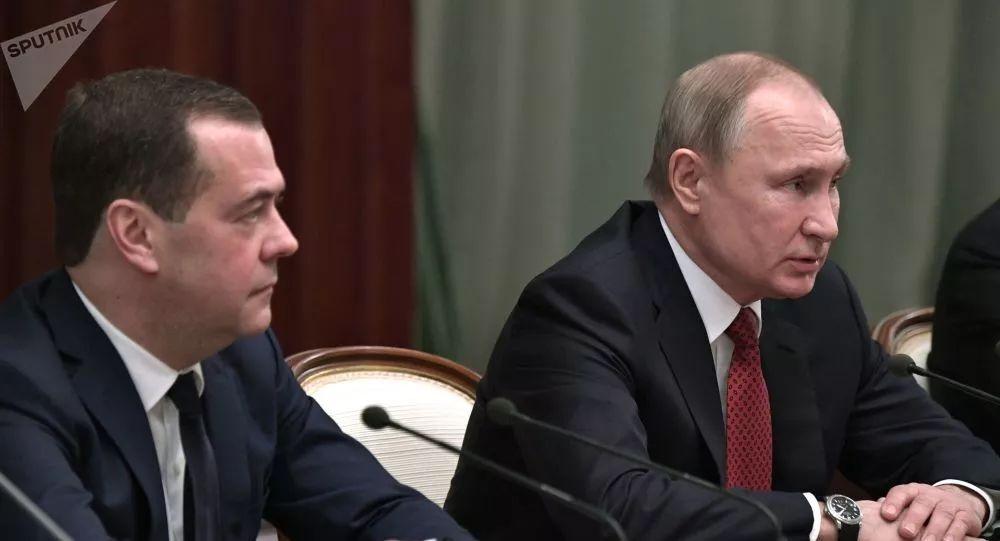普京与梅德韦杰夫。图源:俄媒