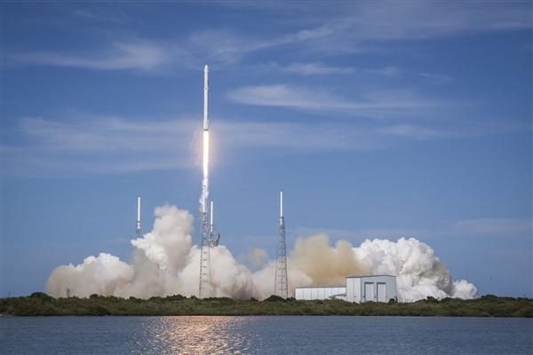 明日Space X将在空中引爆猎鹰9号火箭 以检测其应对紧急事件的能力