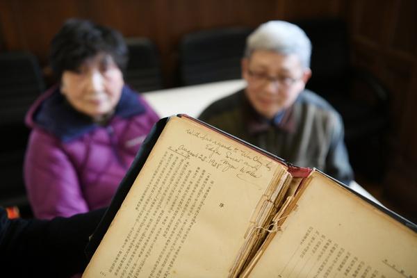 上海历史博物馆接受市民捐赠埃德加?斯诺签名版《西行漫记》
