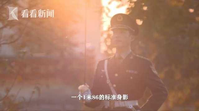 视频 仪仗尖兵郝卫坚:每天加练300次抽刀入鞘图片