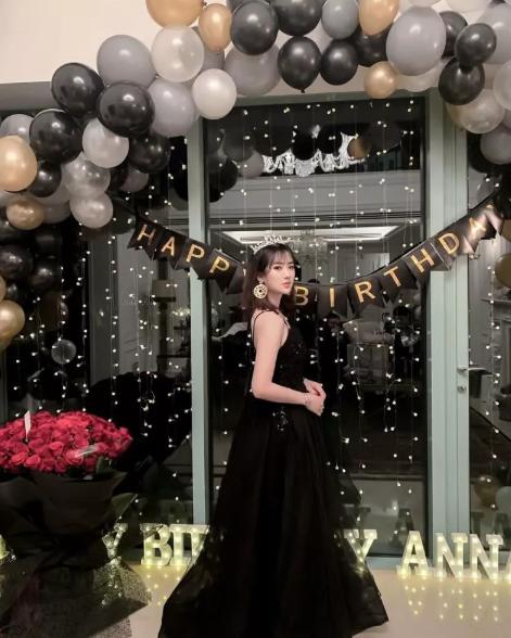 任正非22岁女儿晒庆生照 穿黑纱裙戴皇冠贵气十足