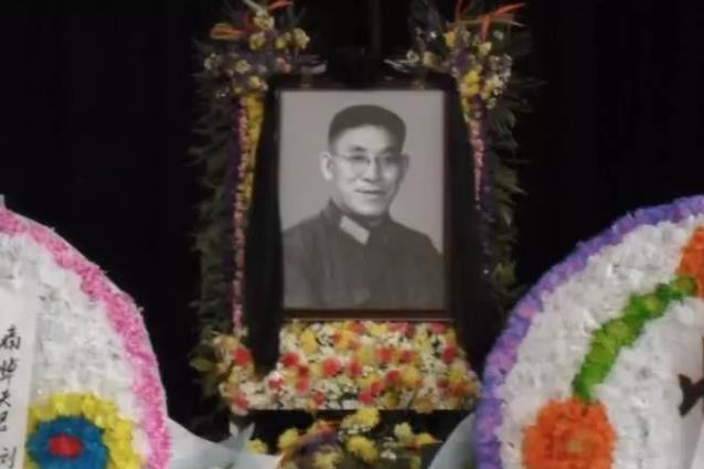 对越反击战的司令员,得知两个儿子战死,他悲伤过度病倒3天