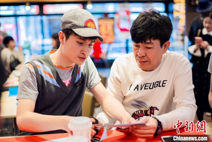 """创新公益方式 深圳""""天使餐厅""""助残障人士就业"""