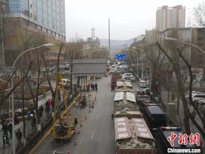 图为1月15日事故现场交通状况。 潘雨洁 摄
