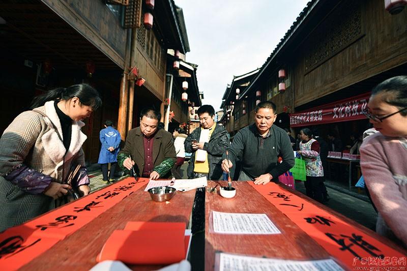 【镜头】迎新春送温暖 纪检监察干部在行动(一)图片