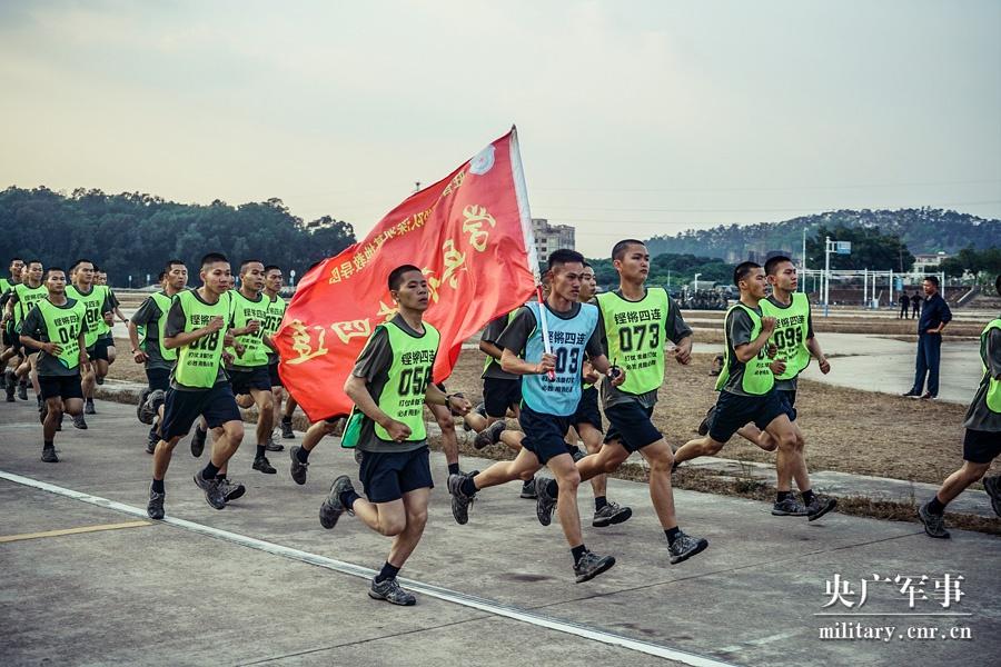 驻香港部队新兵入伍训练考核,来了!