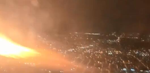 美一架波音客机起飞后引擎喷火 乘客惊慌