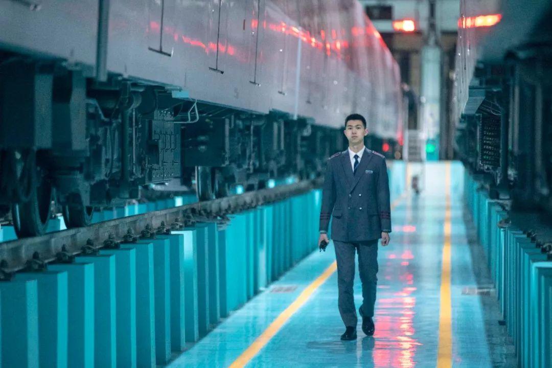 【暖城】凌晨五点半,驾地铁空跑为万人探路