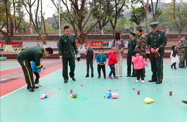 百名官兵家属走进军营 参加军营里的亲子游园活动